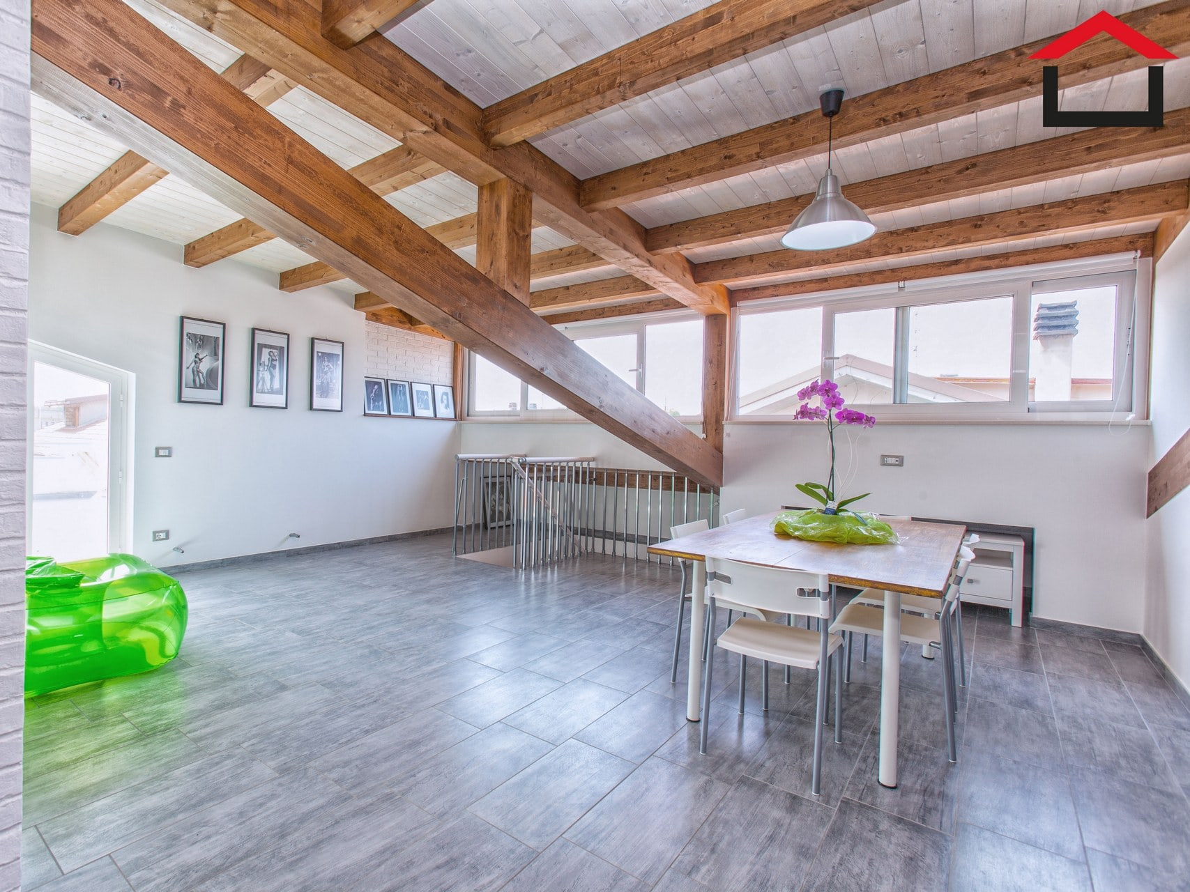 Tetto in legno posa nuovo tetto in legno with tetto in for Montaggio tetto in legno ventilato